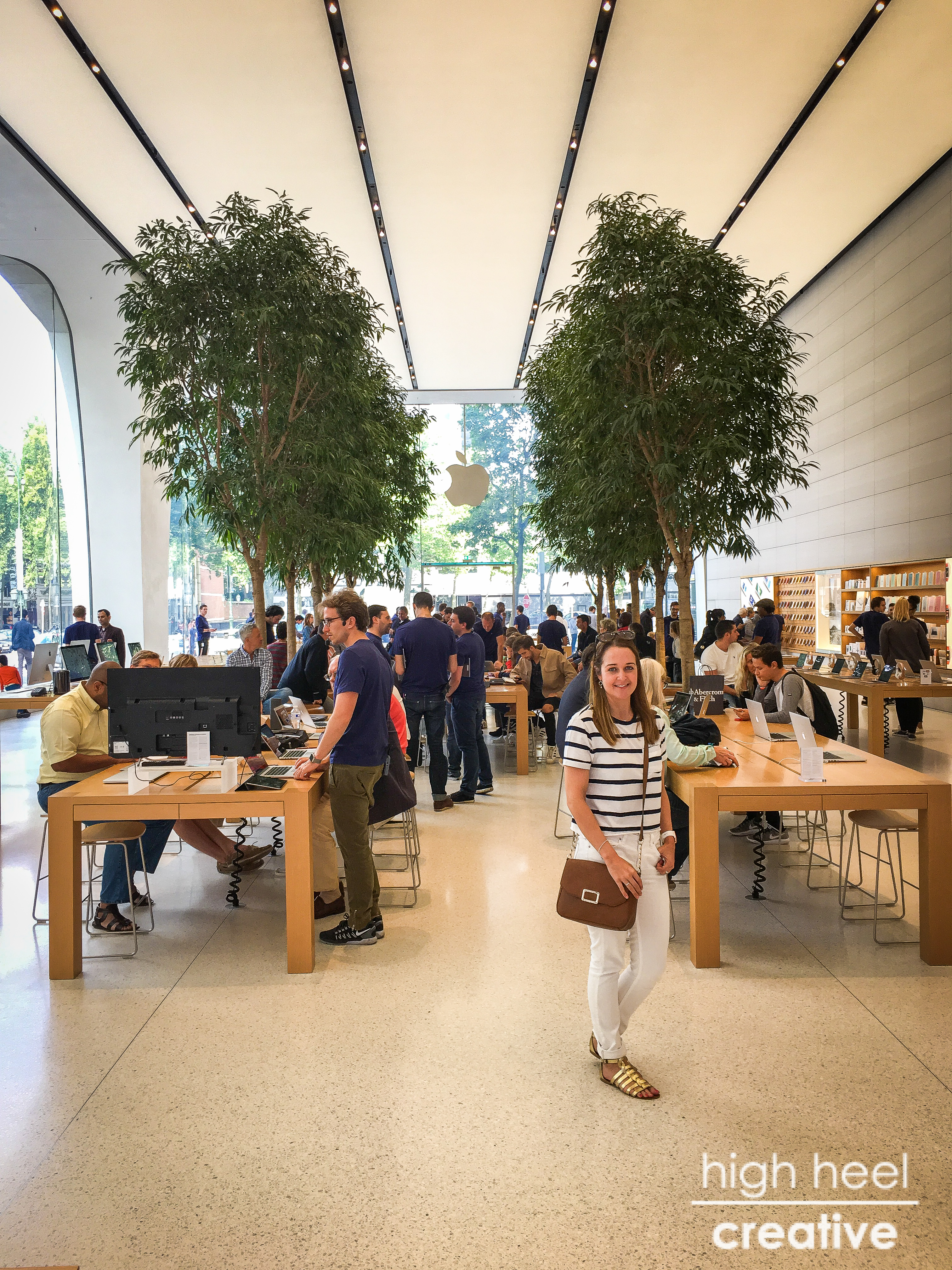 Brussels Apple Store - The First Jonathan Ive Influenced Store
